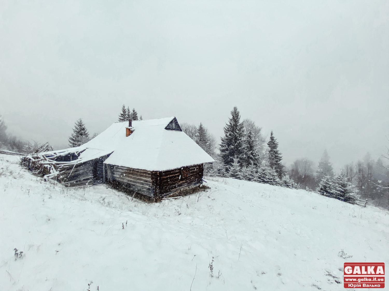 Прикарпаття засипало снігом (ФОТО)