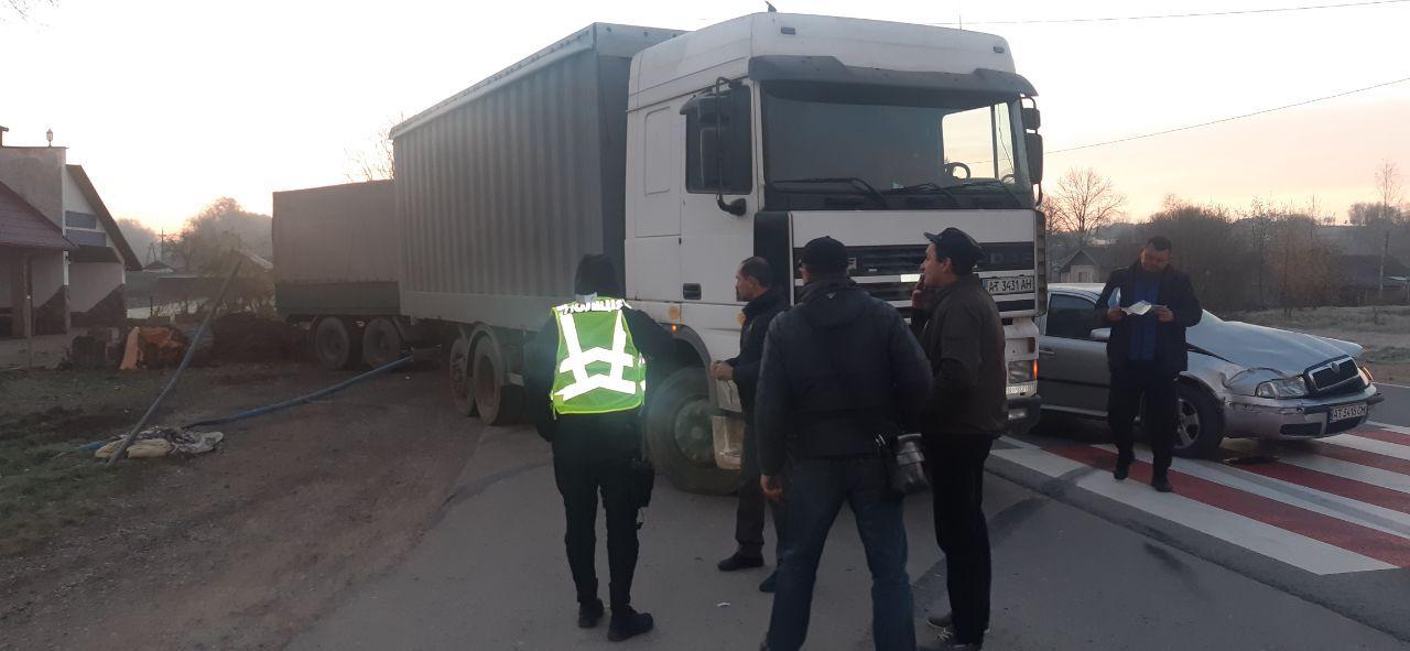 На Коломийщині водій вантажівки уникав наїзду на людину, але випадково збив іншу (ФОТО)