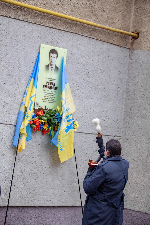 У Франківську відкрили меморіальну дошку Роману Левицькому (ФОТО)