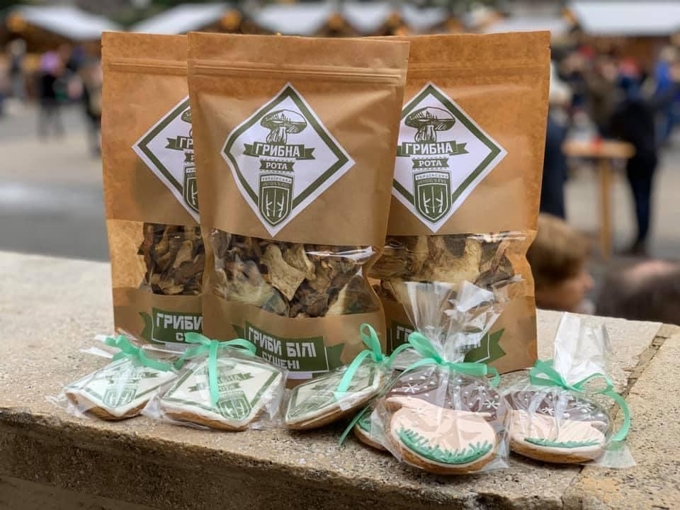 «Миколай грибної роти»: військві Прикарпаття продають гриби, аби потішити родини атовців на свята (ФОТО)