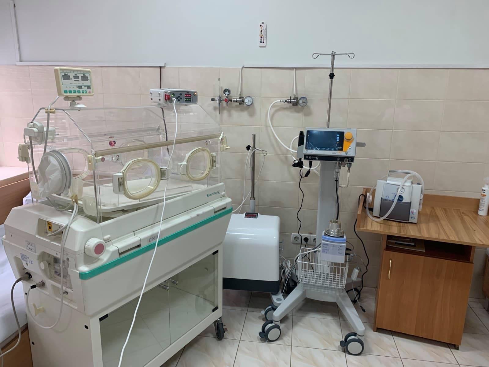 Благодійники передали ОДКЛ обладнання для порятунку передчасно народжених діток (ФОТО)