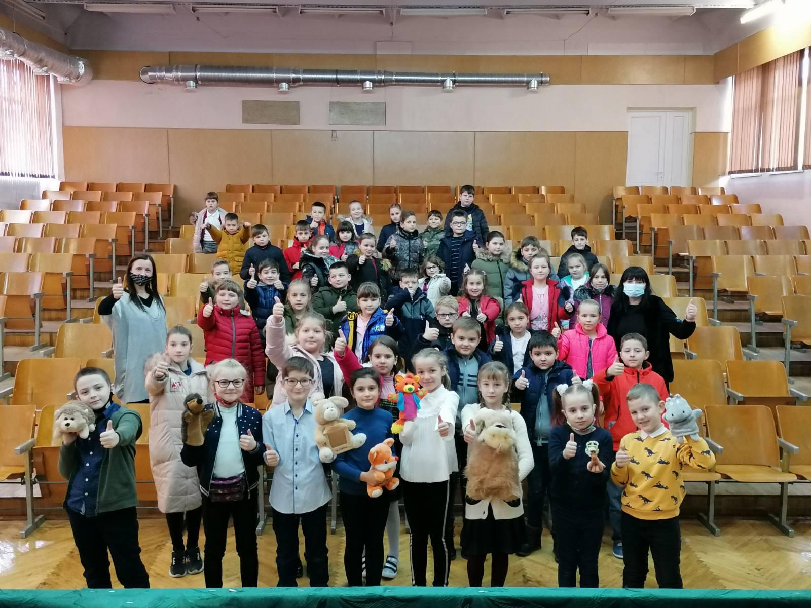 """Франківські школярі показали виставу, аби зібрати гроші для """"Дому Сірка"""" (ФОТО)"""