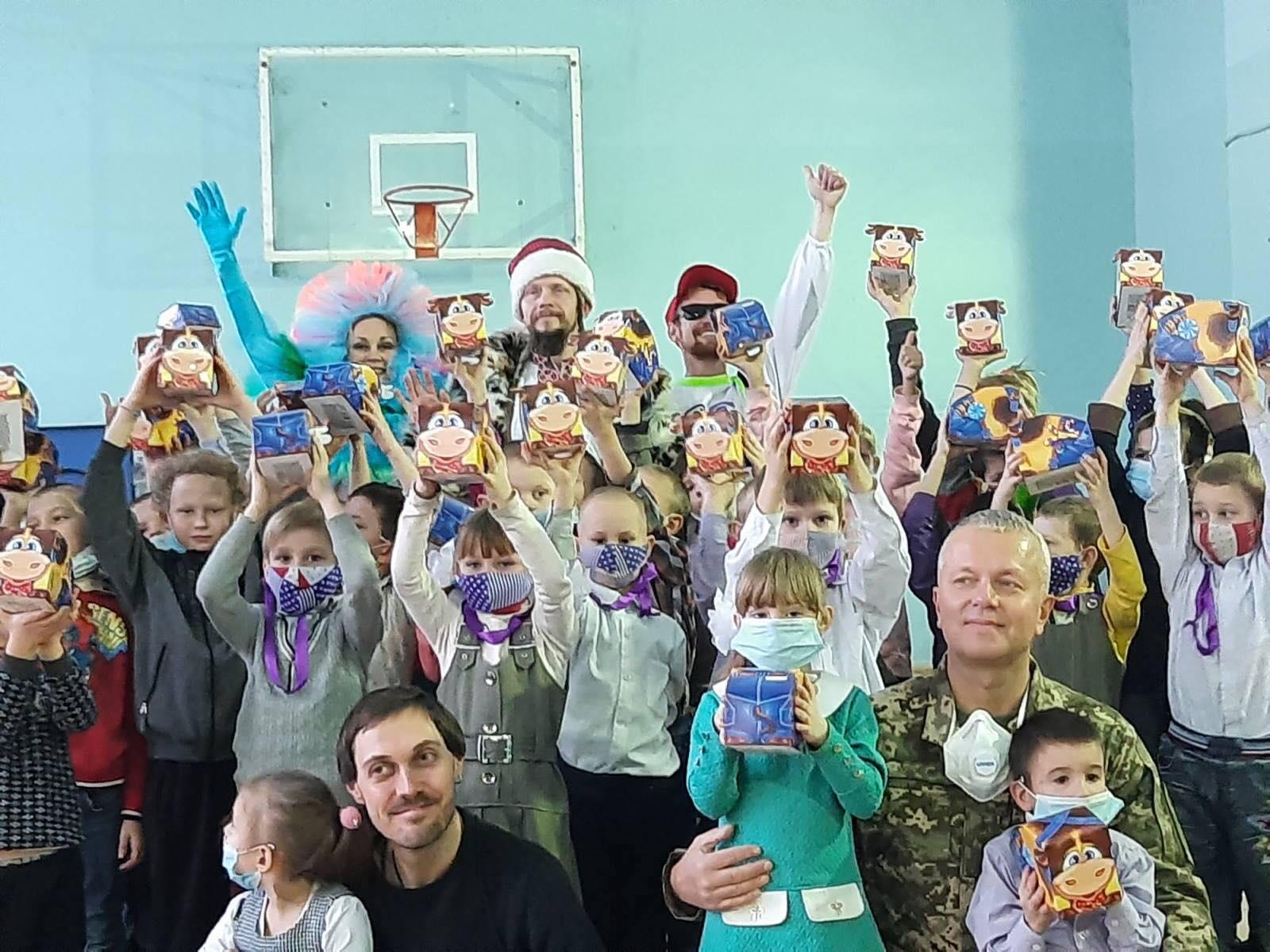 Святкове диво: «АТБ» допомагає тисячам українських родин потішити дитину в день Святого Миколая (ФОТО)