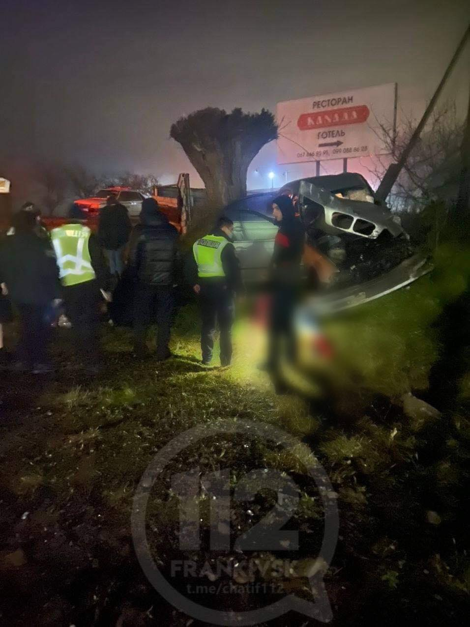 Є загиблий і травмовані: вночі на дорозі Франківськ-Надвірна перекинувся BMW (ФОТО, ОНОВЛЕНО)