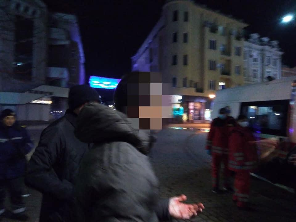 У середмісті Франківська сталася бійка. Розбороняли муніципали та поліція (ФОТОФАКТ)