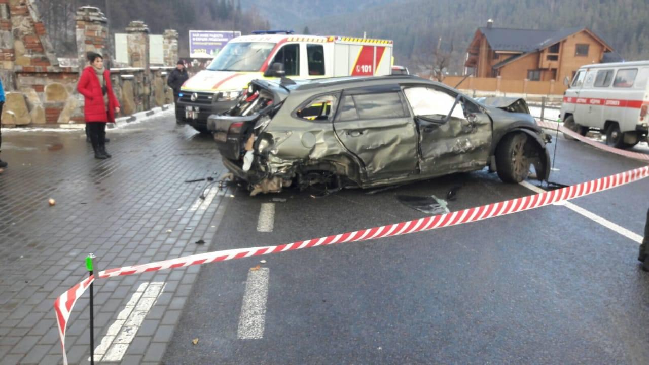 У Татарові зіткнулися два авто, є жертви (ФОТО, ВІДЕО)