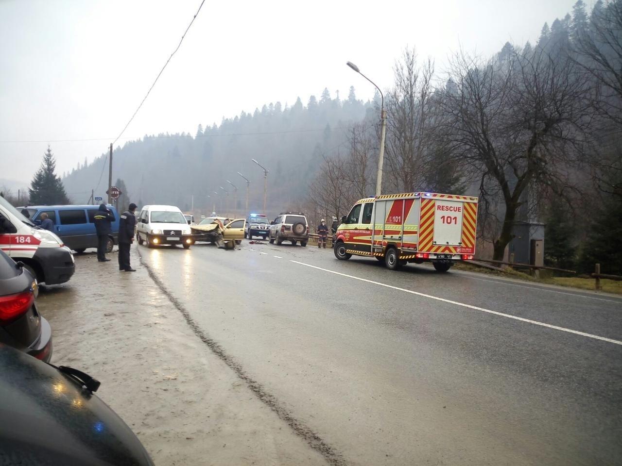 У Татарові масштабна ДТП – зіткнулися чотири автомобілі (ФОТОФАКТ)