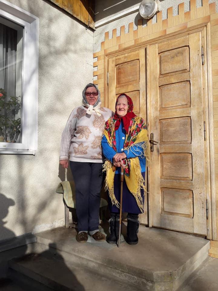 Пережила Голодомор і війну: у Долині Ангеліна Козій відзначила 102 день народження (ФОТО)