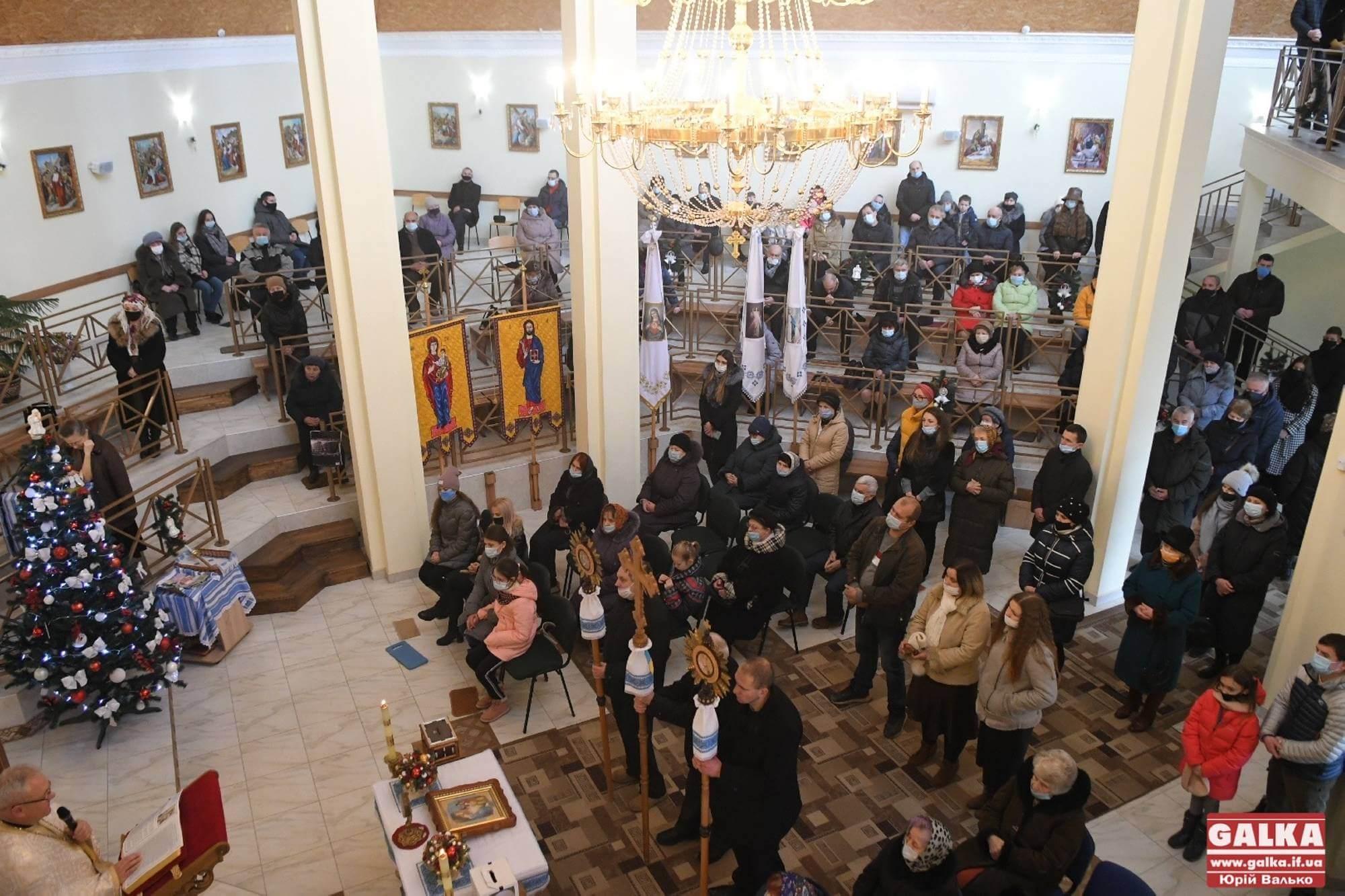 Франківськ вже колядує: як на першій франківській парафії УГКЦ 25 грудня Різдво зустріли (ФОТО, ВІДЕО)
