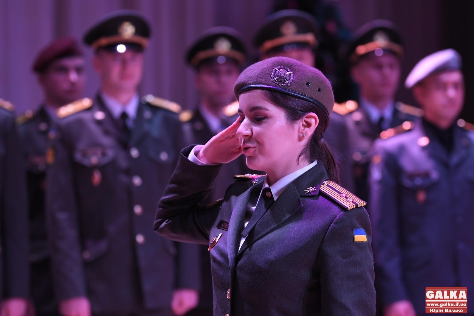 15 курсантів франківського вишу урочисто отримали звання лейтенантів. Вперше серед них – дівчина (ФОТО)