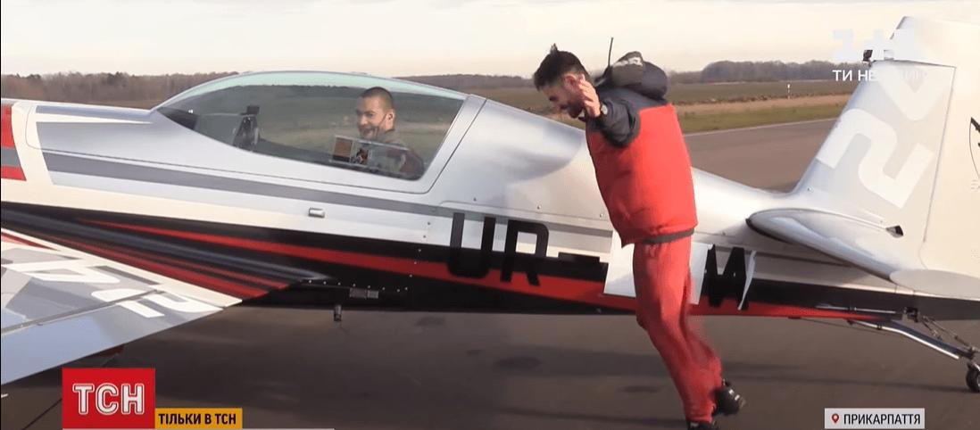 Як на Прикарпатті пілот і мотоциклісти смертельний номер виконували (ВІДЕО)