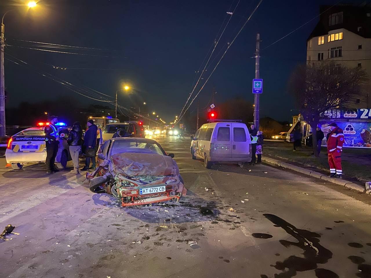 У Франківську сталася ДТП за участі п'яти авто. Один водій у лікарні (ФОТО)