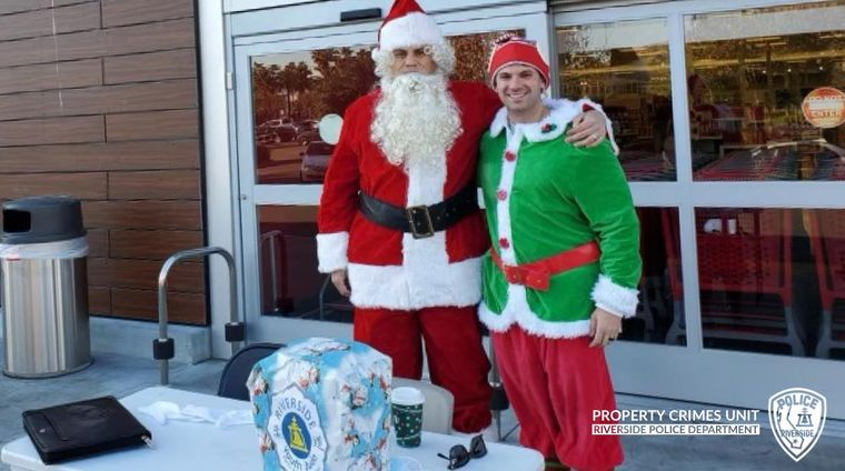 Санта Клаус та ельф спіймали викрадачів авто у Каліфорнії. Під прикриттям різдвяних персонажів були поліціянти (ВІДЕО)