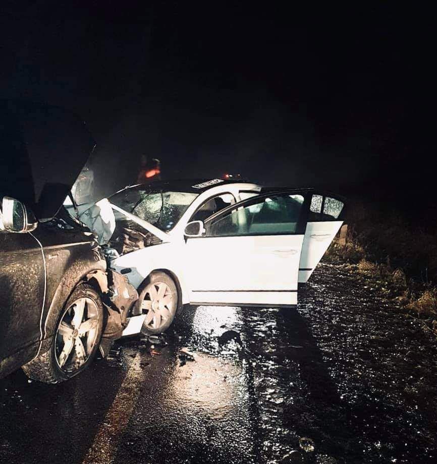 Вночі на дорозі Франківськ-Калуш сталася масштабна автотроща: винуватець втік у ліс (ФОТО)