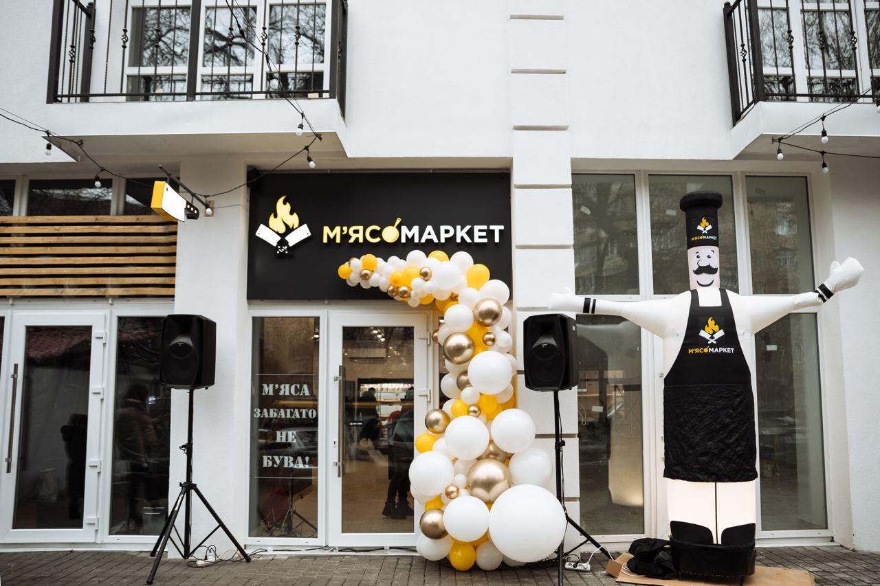 У Франківську запрацював перший м'ясний магазин без продавців (ФОТО)