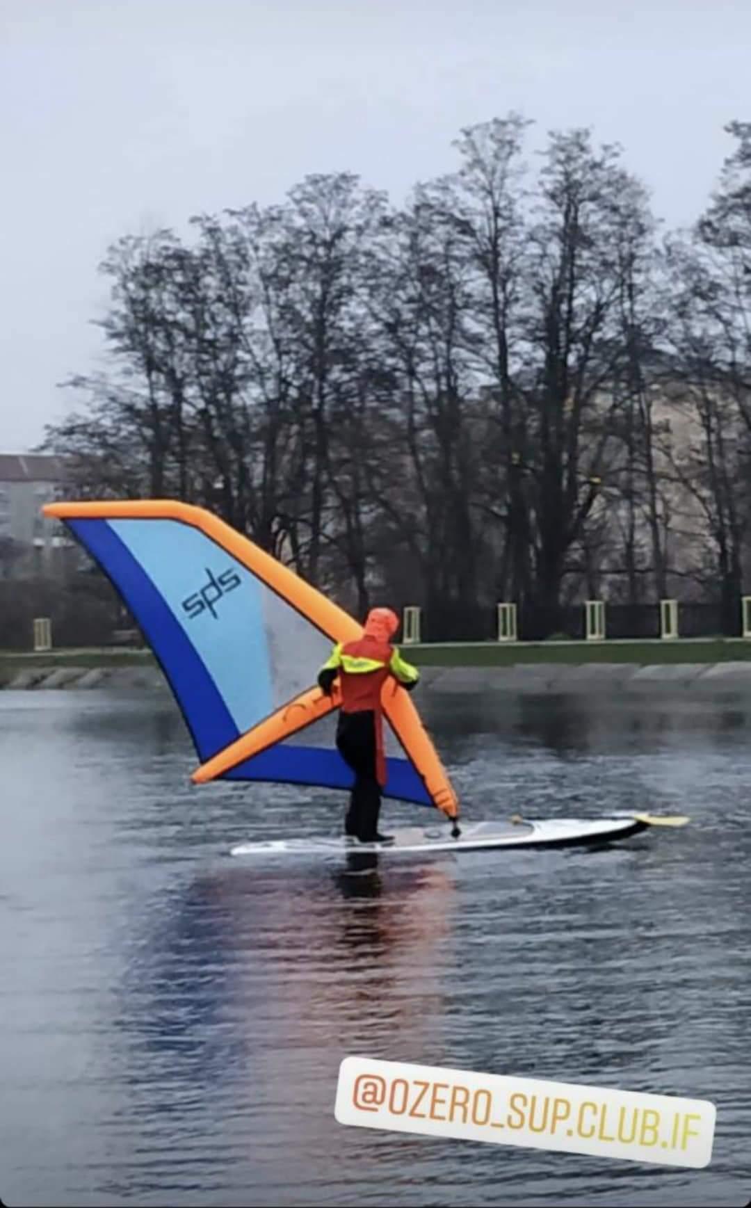 Фанат вітру: на міському озері рятувальники та поліція полювали за порушником-віндсерфером (ФОТОФАКТ, ОНОВЛЕНО)