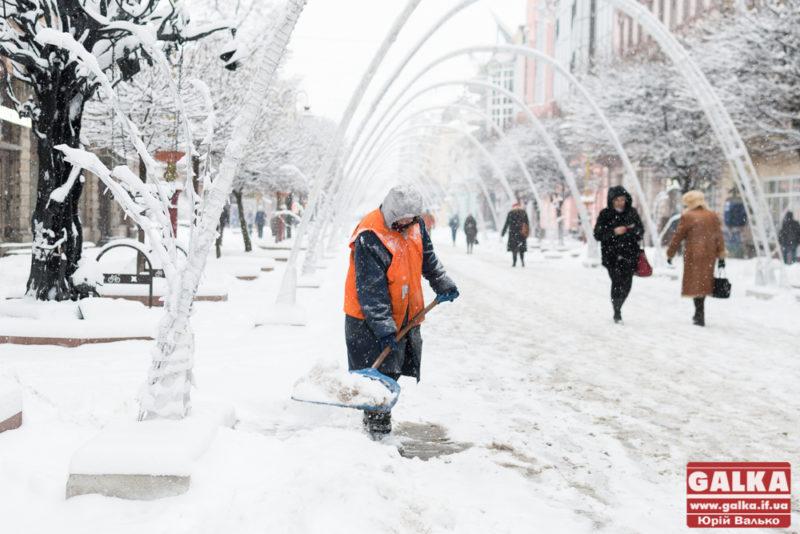 У мерії розповіли, як очищуватимуть місто від снігу та ожеледиці