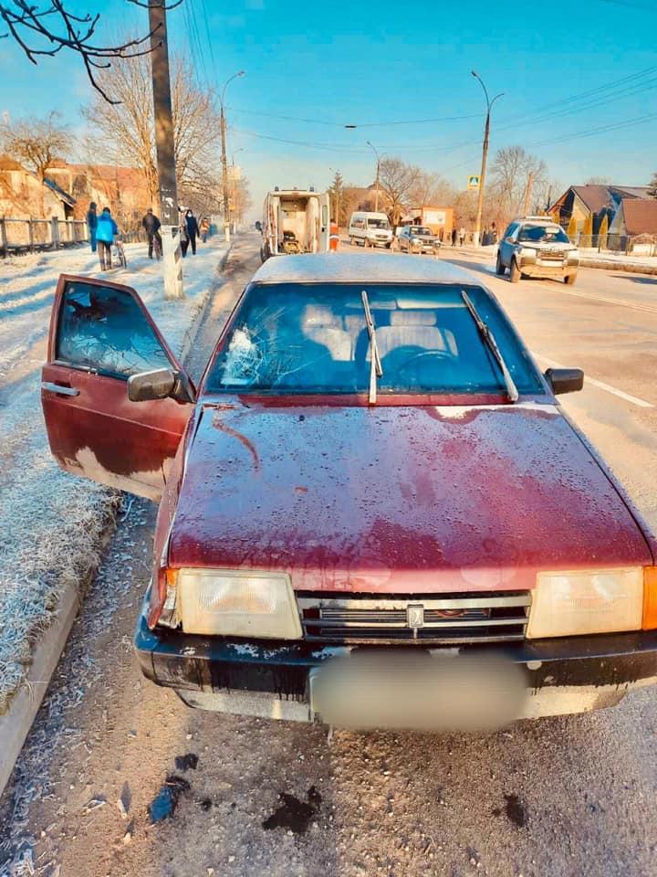 """У Коломиї автівка """"на зебрі"""" збила жінку – по дорозі в лікарню вона померла (ФОТО)"""