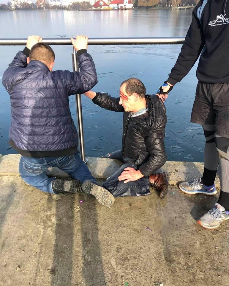 У Франківську перехожі врятували чоловіка з примороженого міського озера (ФОТОФАКТ)