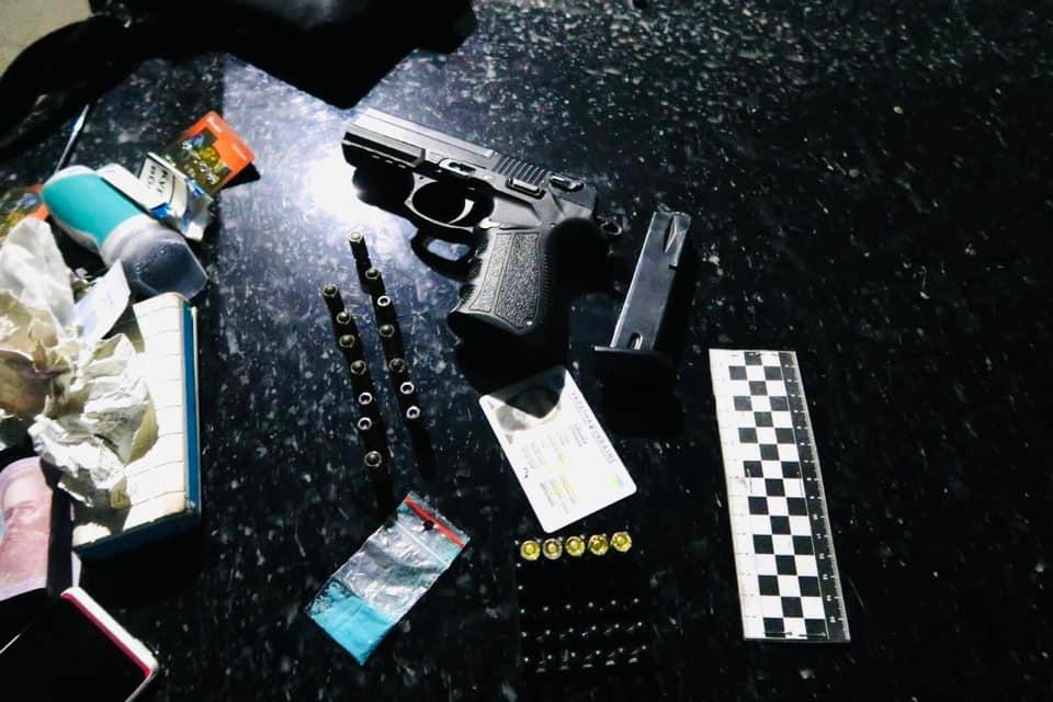 У 25-річного коломиянина поліція знайшла наркотики та зброю (ФОТО)
