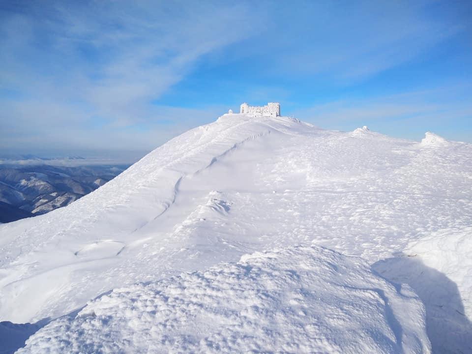 Казкова зима на Попівані: з'явилися світлини гірської вершини (ФОТО)