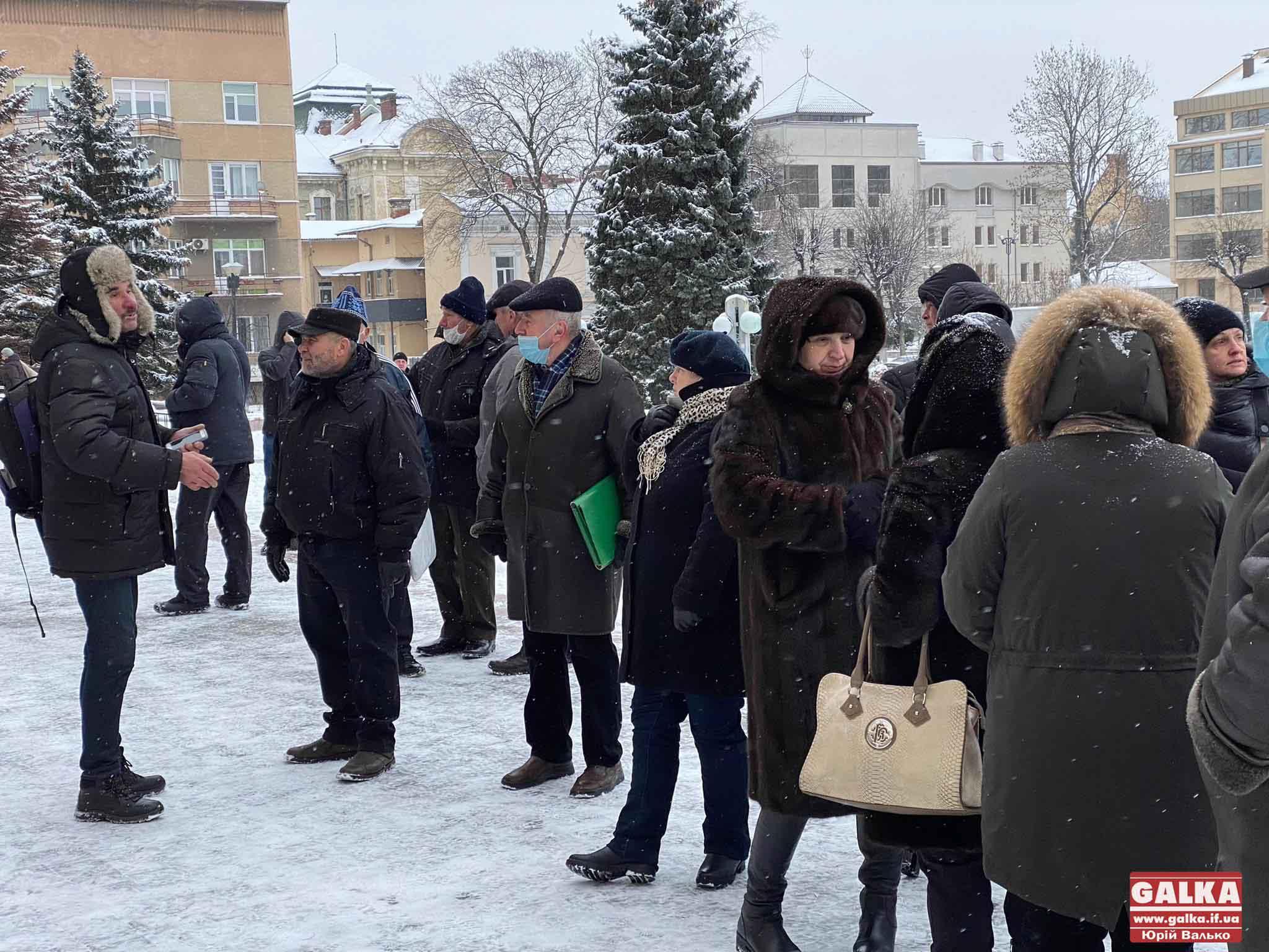 """Мітинги під держадміністраціями та перекриті дороги: у Франківську та області тривають """"тарифні протести"""" (ФОТО, ВІДЕО)"""