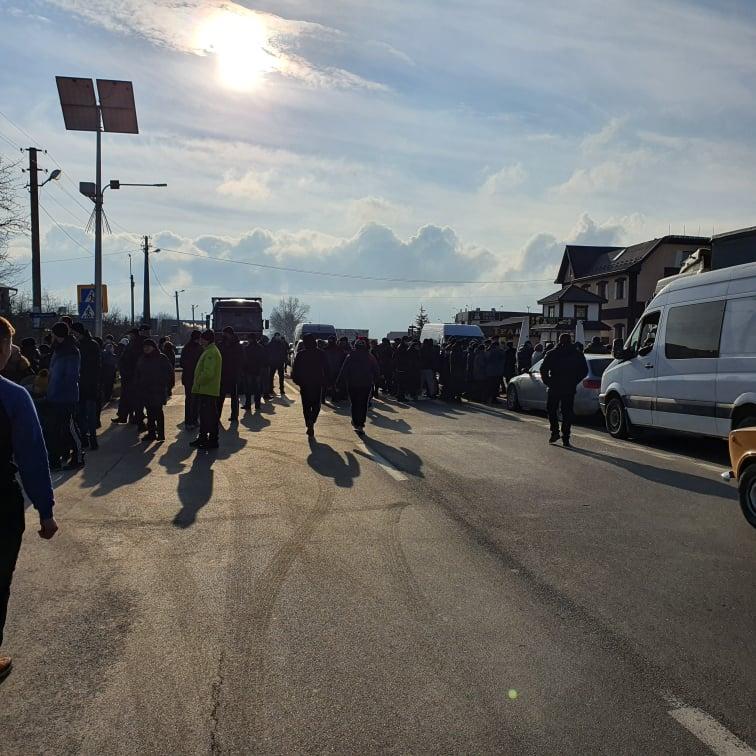 """""""Тарифний протест"""": дорогу Франківськ-Коломия також перекрили (ФОТО, ВІДЕО)"""