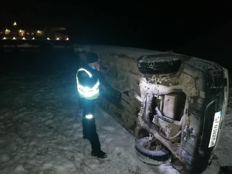 """На Верховинщині перекинувся """"Сітроен"""": загинула семирічна дівчинка (ФОТО)"""