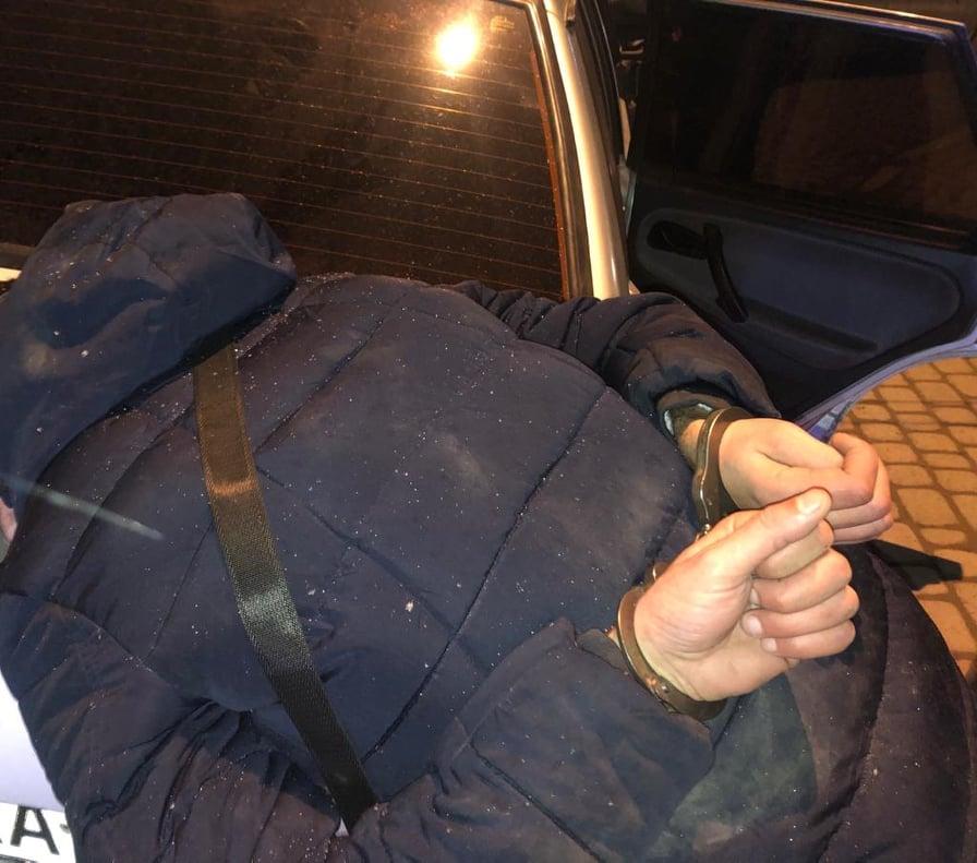 На Рогатинщині чоловік порізав товариша по чарці металевою скобою (ФОТО)
