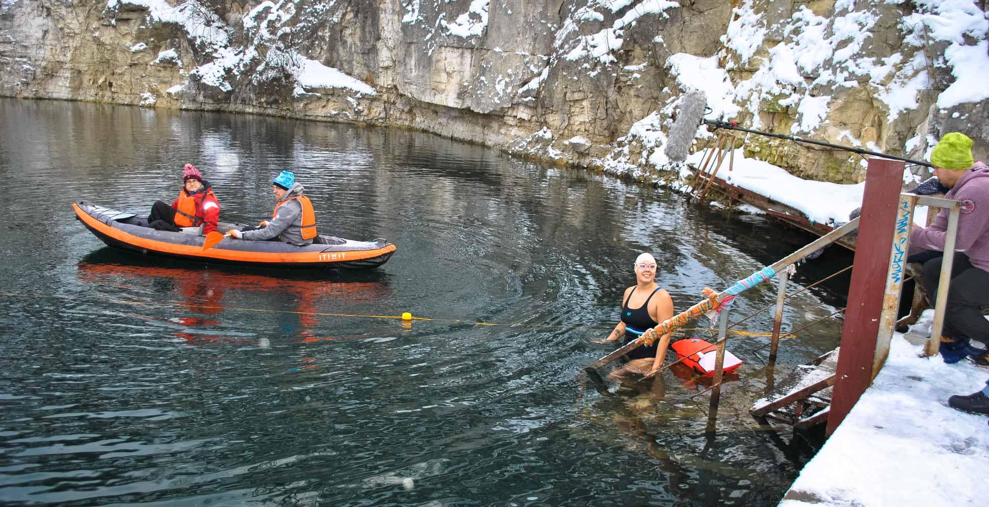 Єдина в Україні та унікальна в світі: франківка проплила милю у крижаній воді (ФОТО, ВІДЕО)