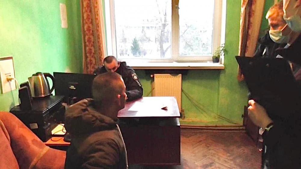 Прикарпатець пропонував поліцейському 100 євро хабара, аби той повернув йому посвідчення водія ФОТО