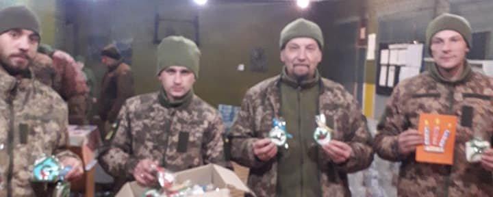 Понад пів тонни куті. Волонтери з Прикарпаття зібрали різдвяні смаколики бійцям на Схід