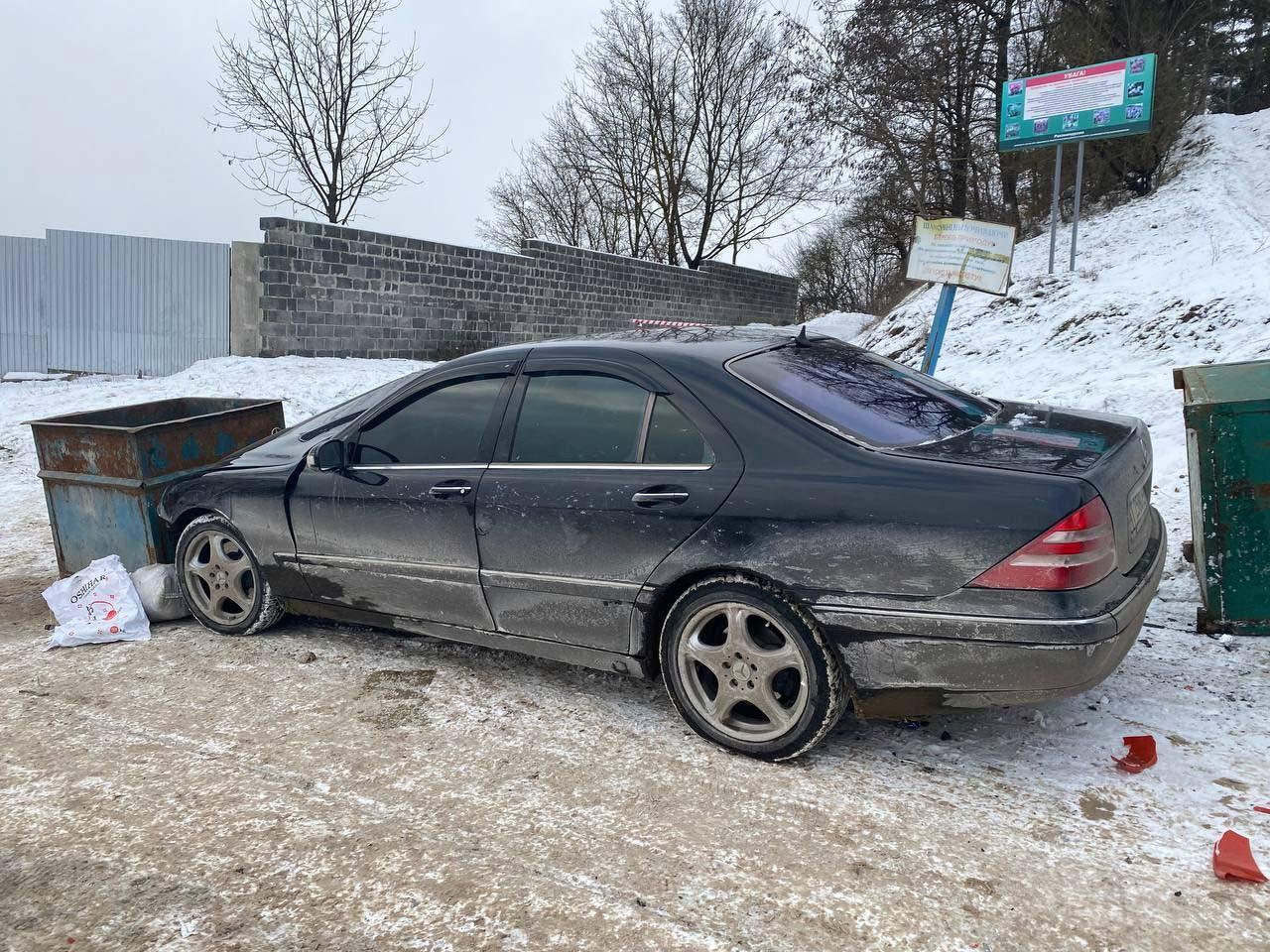 У Вовчинці припарковане авто скотилося зі схилу та протаранило три машини (ФОТО)