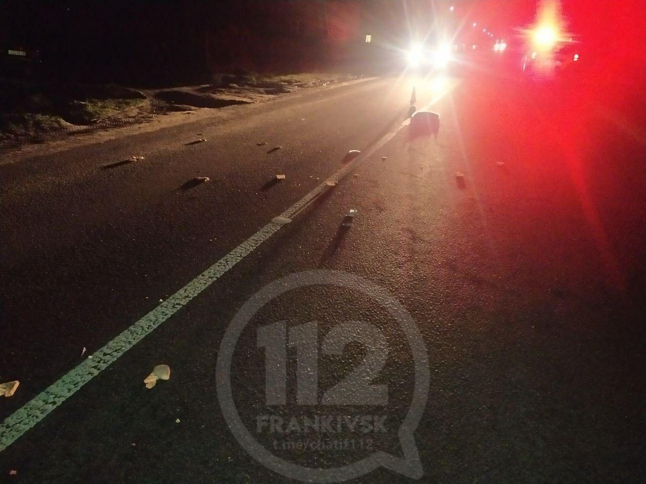 На Прикарпатті у вечірній ДТП померла жінка (ФОТО)