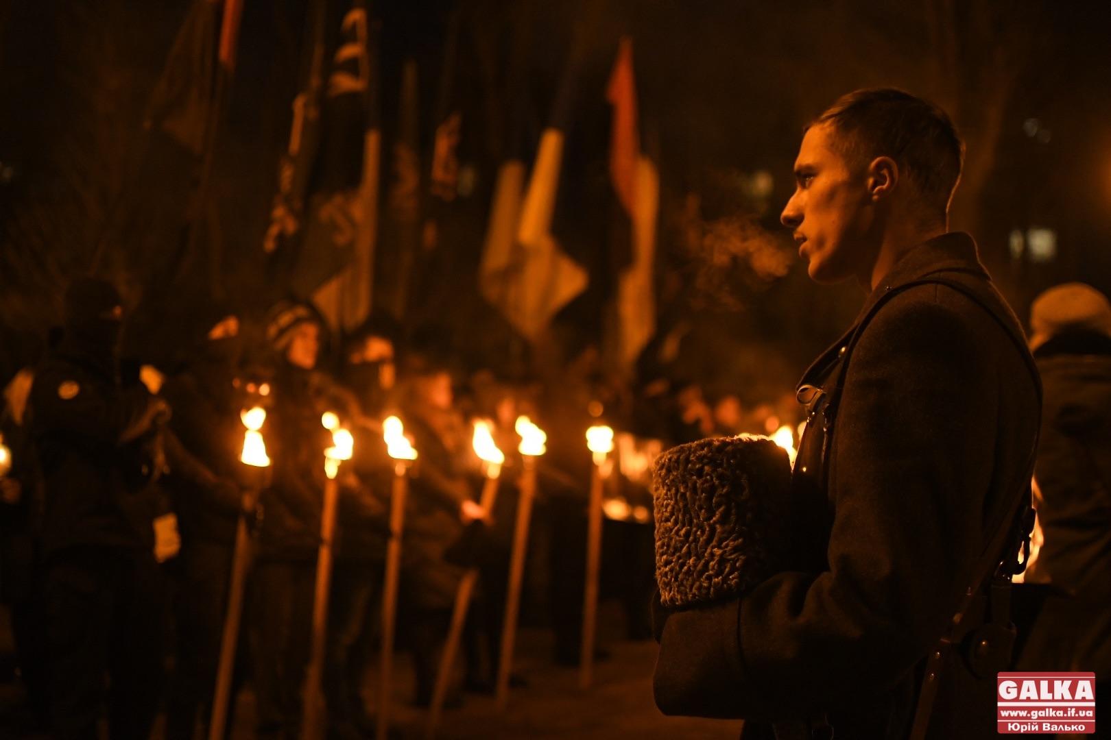 Франківці зі смолоскипами вшанували 103-тю річницю бою під Крутами у Франківську (ФОТО)