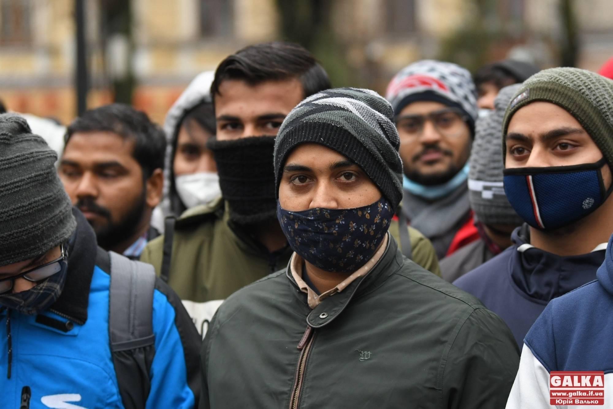 Нас переслідують пакистанці: потерпілі у масовій бійці під Пасажем іноземці розповіли свою версію подій (ФОТО)