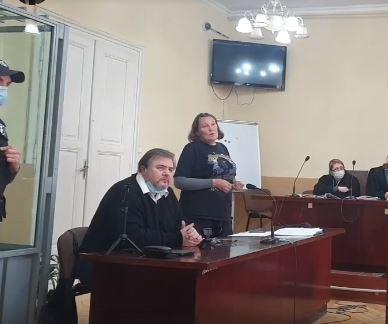 Підозрюваного у державній зраді Руслана Коцабу стусанами провели з Коломийського суду (ВІДЕО)