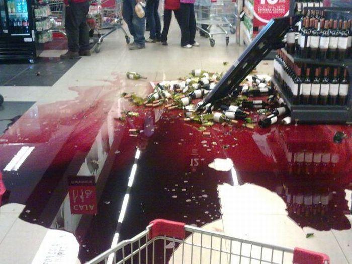 Грабіжники у Франції викрали вина на €350 тисяч. Вони кидали пляшки у поліцію, коли розпочалася погоня