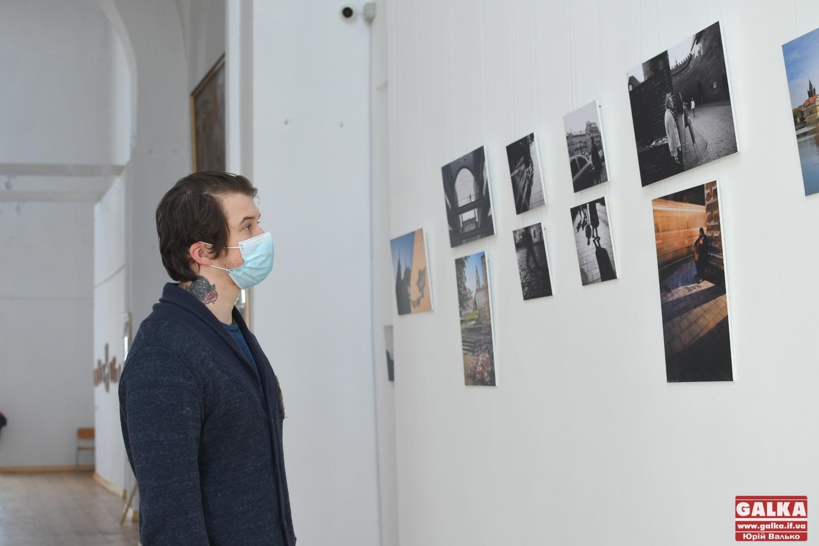 У Франківську відкрили виставку фотографа Андрія Коника, життя якого на 24-тому році обірвав рак (ФОТО)