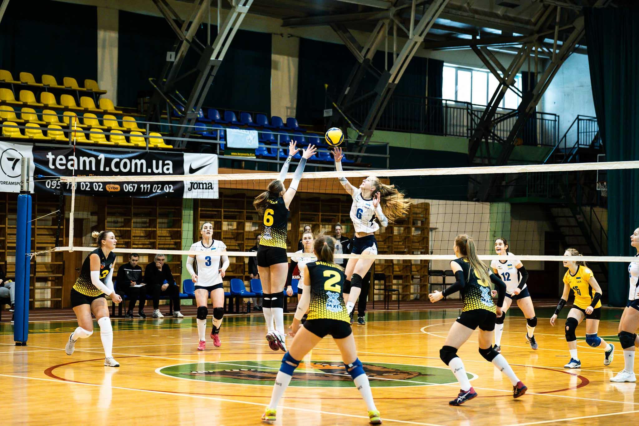Франківські волейболістки здобули дві впевнені перемоги над командами з Хмельницького та Вінниці (ФОТО)