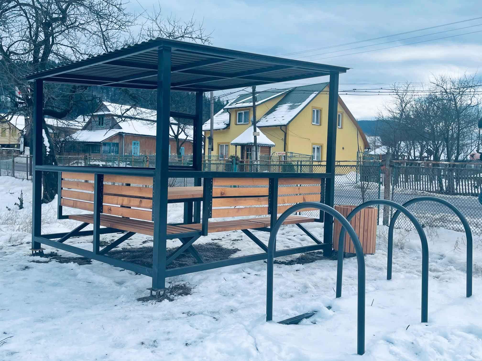 Сучасну велозупинку встановили у Татарові (ФОТО)