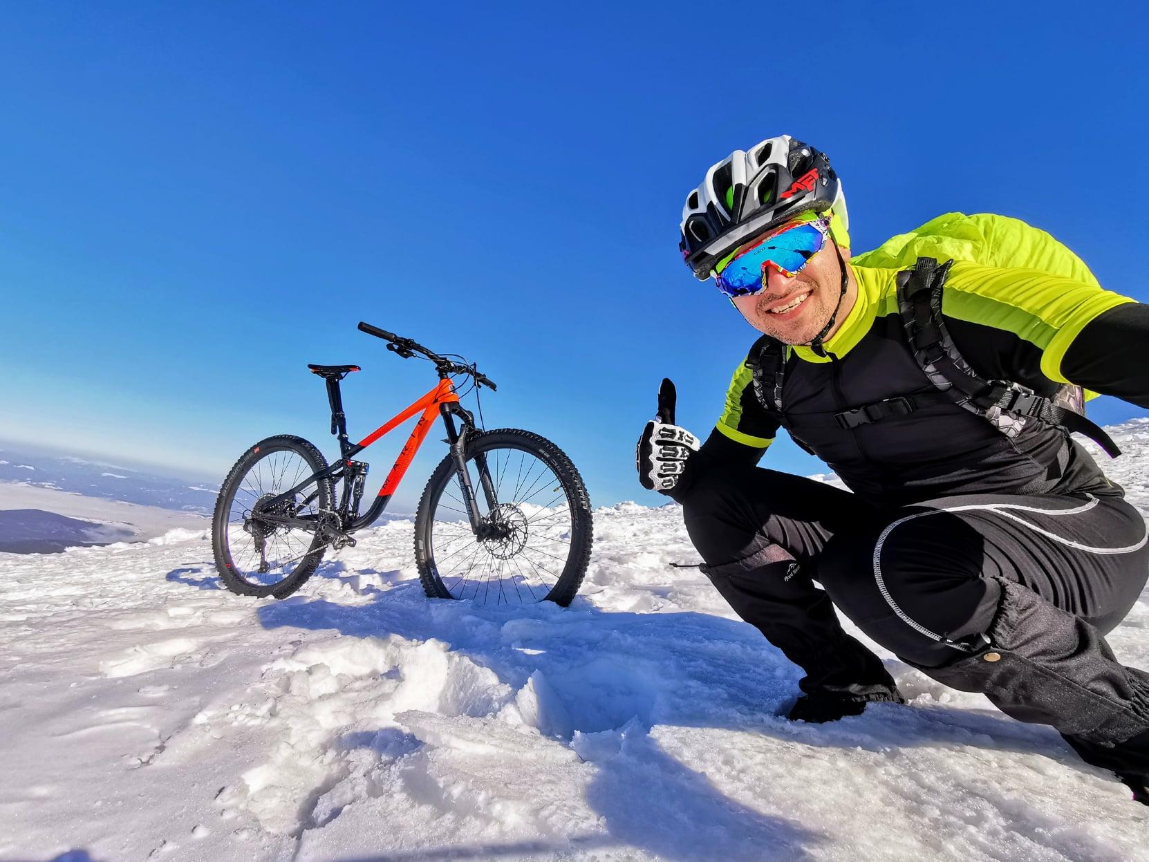 Франківець велосипедом піднявся на зимову Говерлу (ФОТО, ВІДЕО)