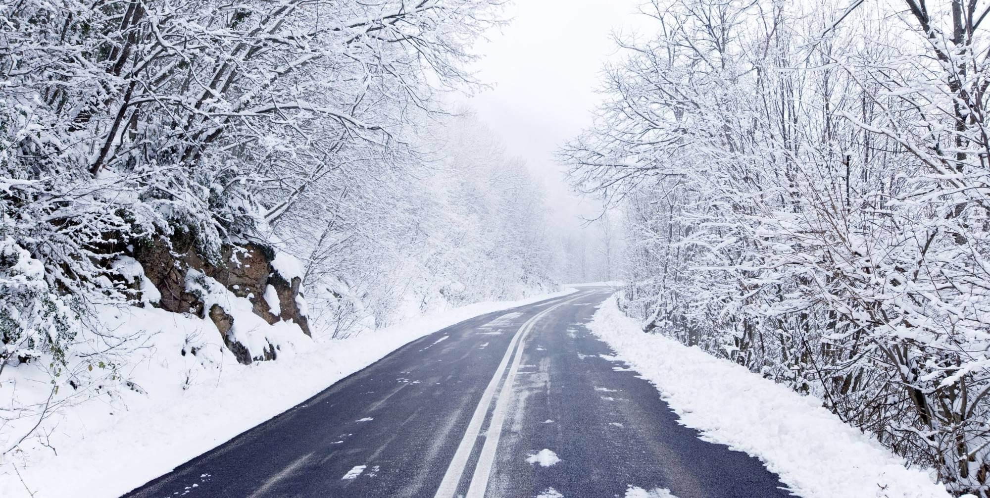 У горах засніжило: водіїв просять бути обережними на перевалах (ФОТО)