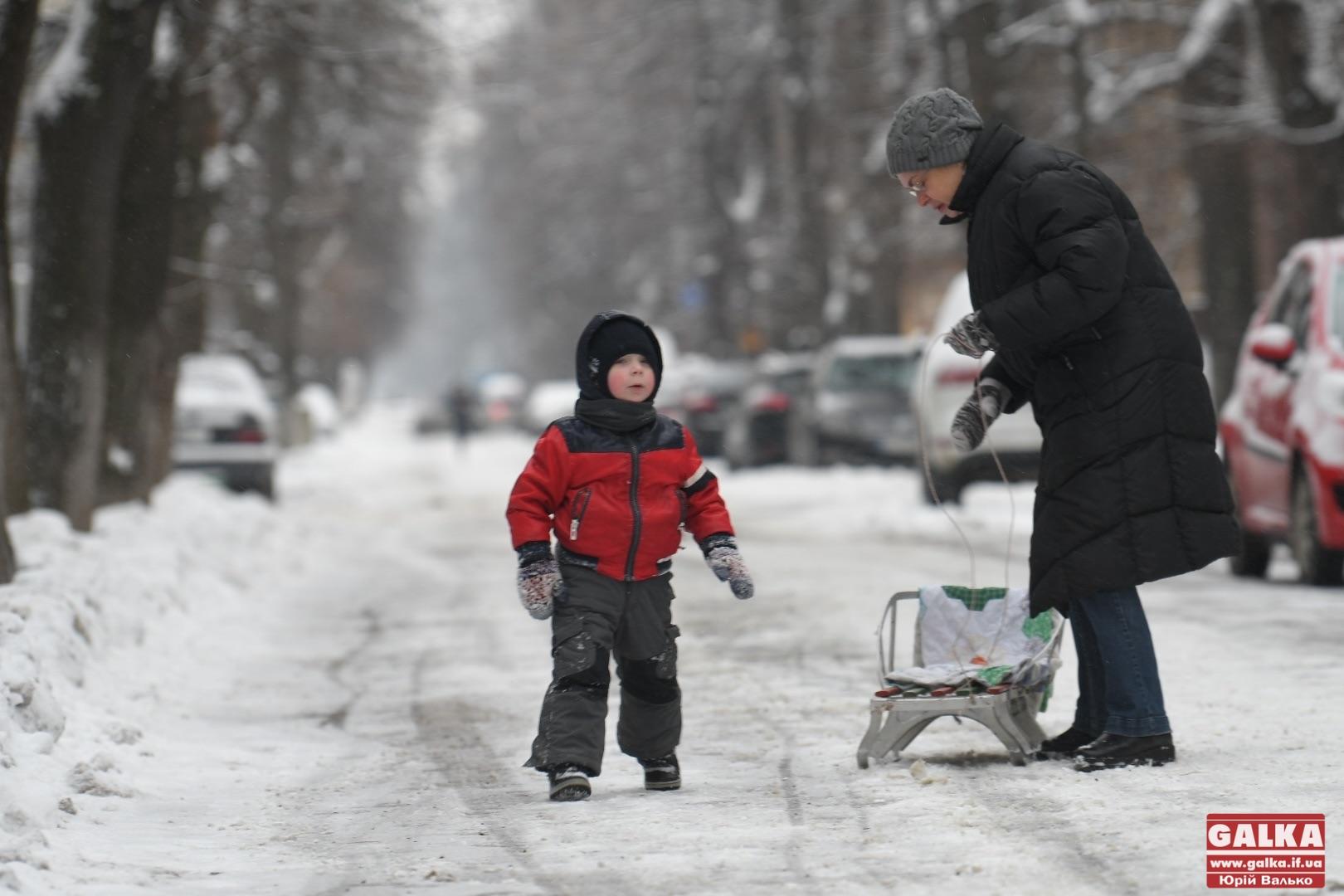 Вхурделило: як виглядає місто під час найбільшого снігопаду цієї зими (ФОТО)