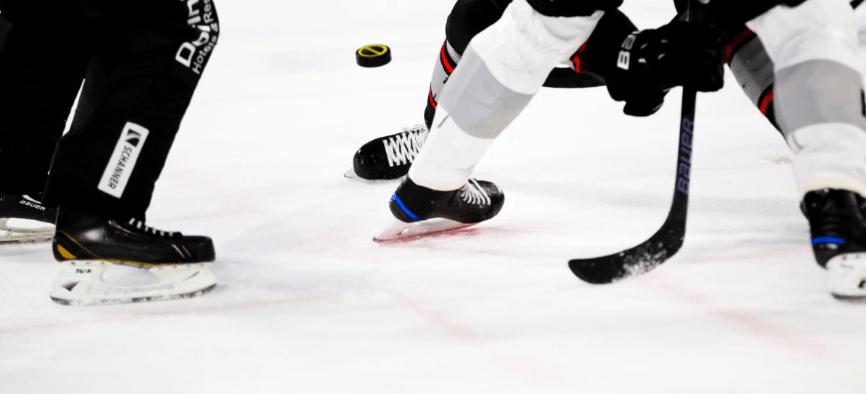 У Канаді пройшов найдовший хокейний матч у світі – він тривав 252 години