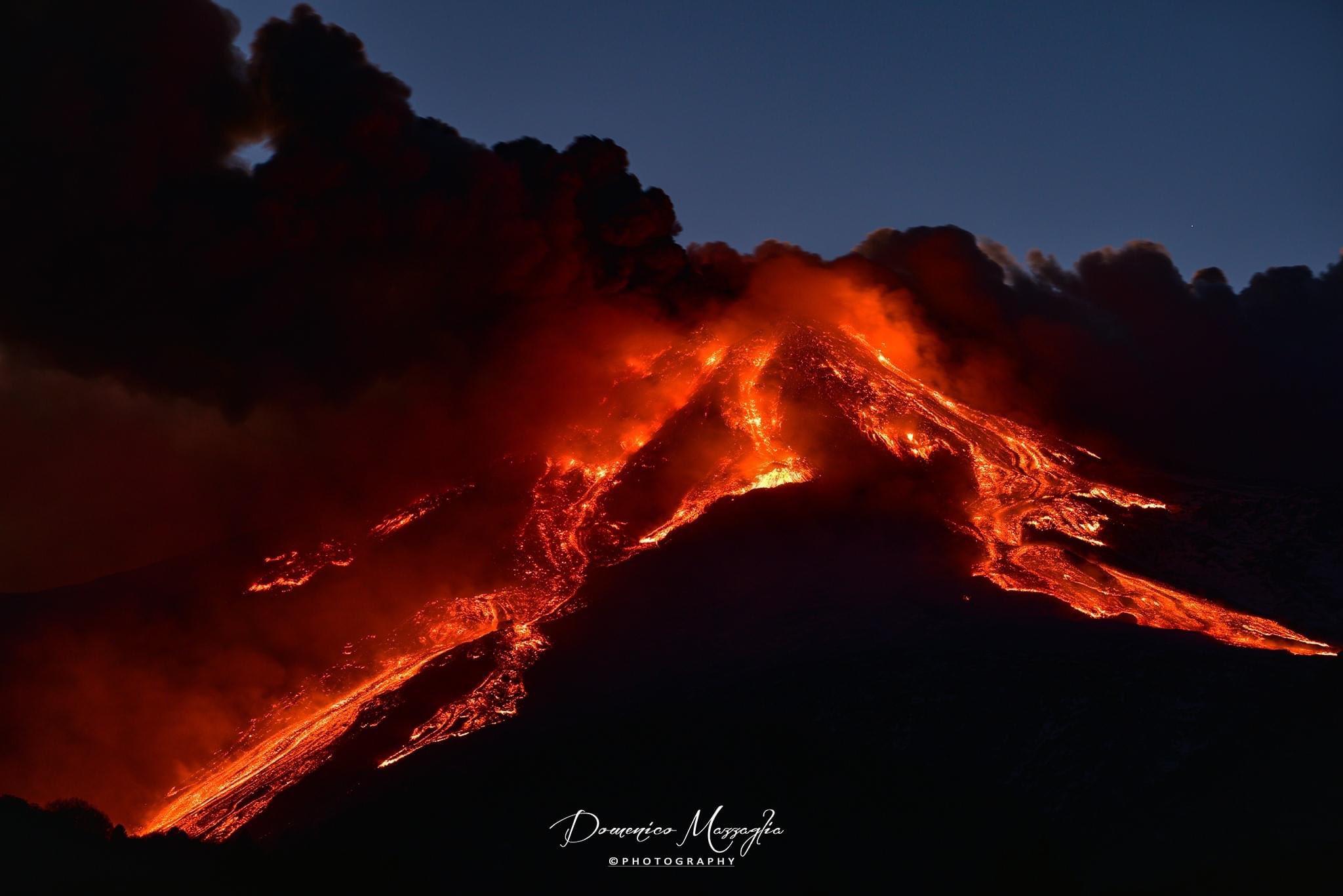 На Сицилії знову прокинувся вулкан Етна (ФОТО, ВІДЕО)
