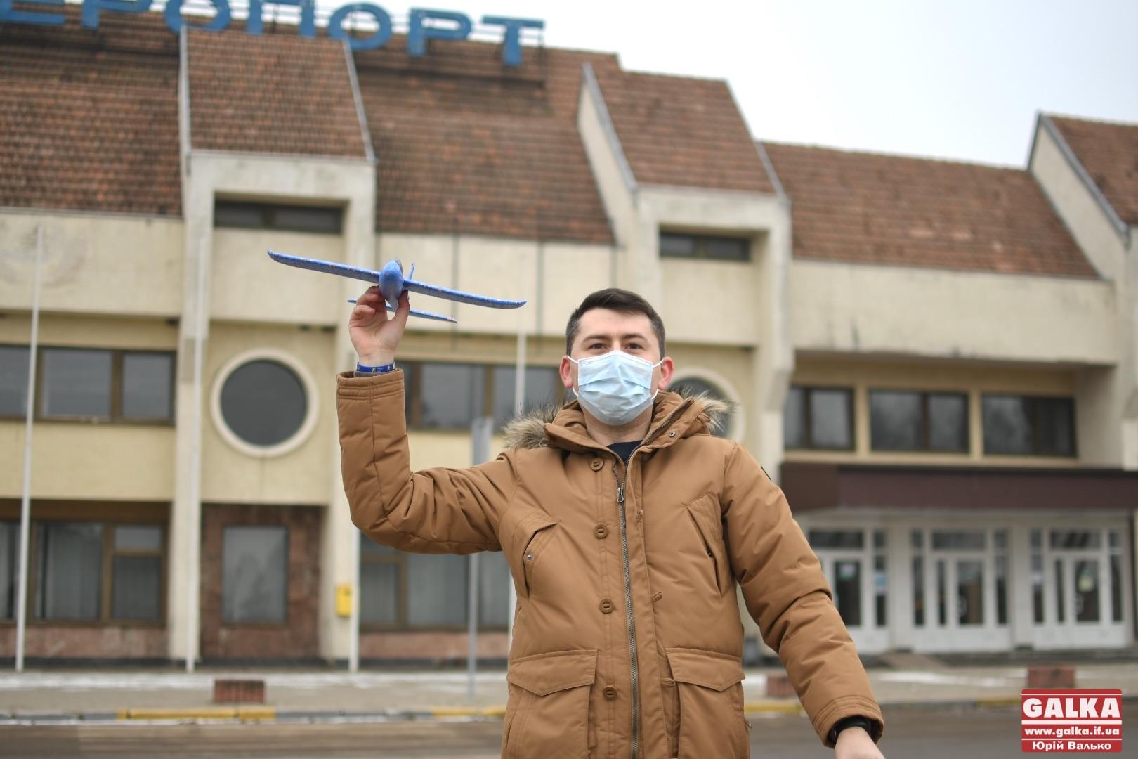 """У Франківському аеропорту """"відкрили новий термінал"""", який пообіцяв Зеленський (ФОТО)"""