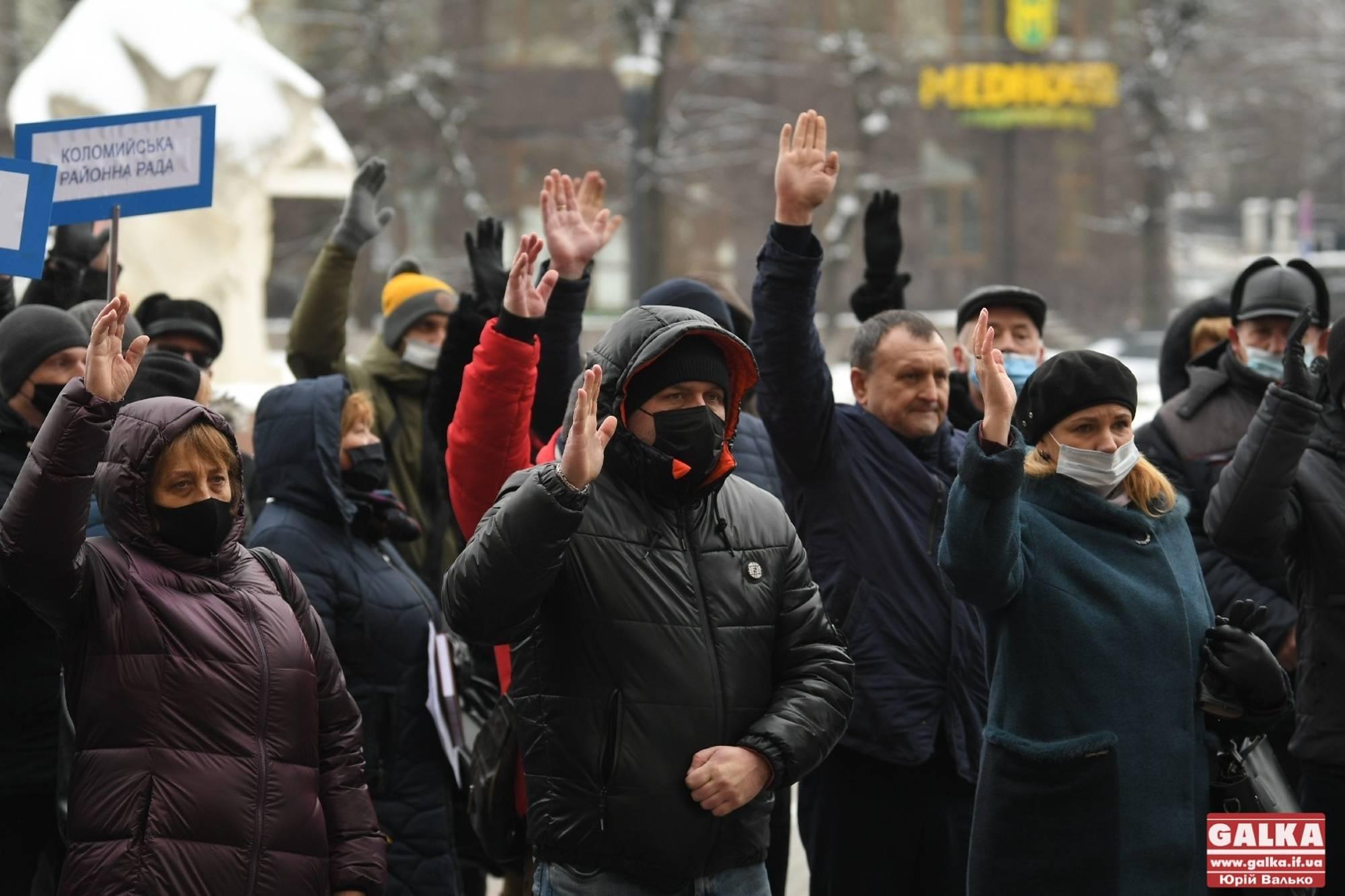 Сесія на морозі: райради Прикарпаття вимагають у президента й уряду забезпечити їх фінансуванням (ФОТО)