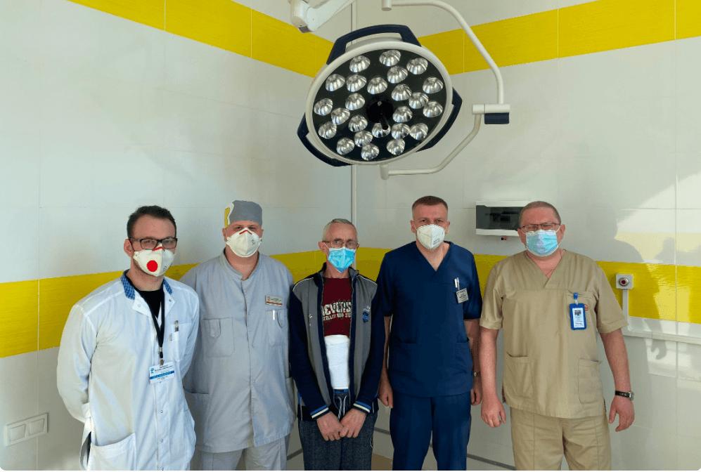 Франківські хірурги врятували чоловіка від захворювання, через яке їжа може привести до інвалідності (ФОТО)