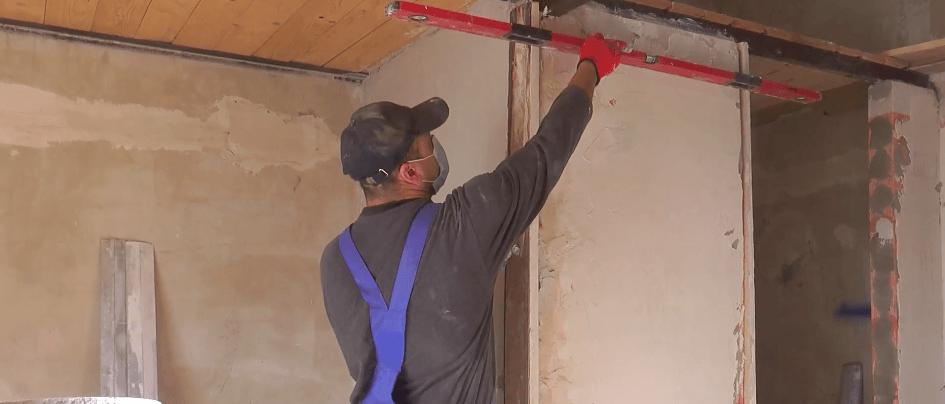 Волонтери допомагають малозабезпеченій франківській родині зробити ремонт (ВІДЕО)
